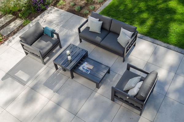 Jati & Kebon Vigo 2-Sitzer Lounge Sofa grau matt, 2x Vigo Sessel, Kissen PG3 charcoal, Tisch-Set