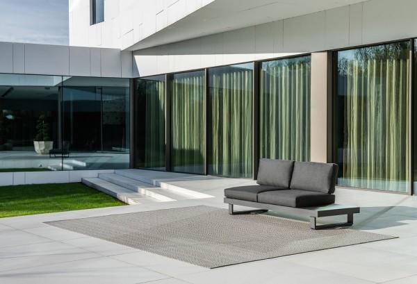 Jati & Kebon Livio 2-Sitzer eisengrau mit Rückenlehne und Kissen Sunbrella natte sooty