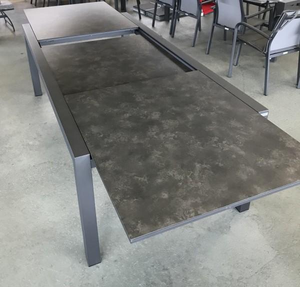Jati & Kebon Livorno Aluminiumtisch ausziehbar, eisengrau matt mit HPL Tischplatte nero granite 220-