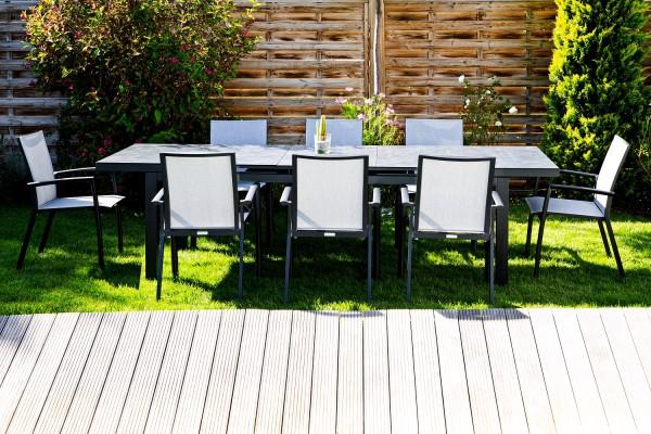 Jati & Kebon Set: 8 Sevilla Stapelsessel und 1 Gabon HPL-Tisch ausziehbar mit HPL-Tischplatte grigio