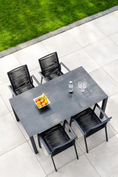 Jati & Kebon Set: 4 Sevilla Rope Stapelsessel und 1 HPL-Tisch 160x90 cm nero granit, Gestell eisengr